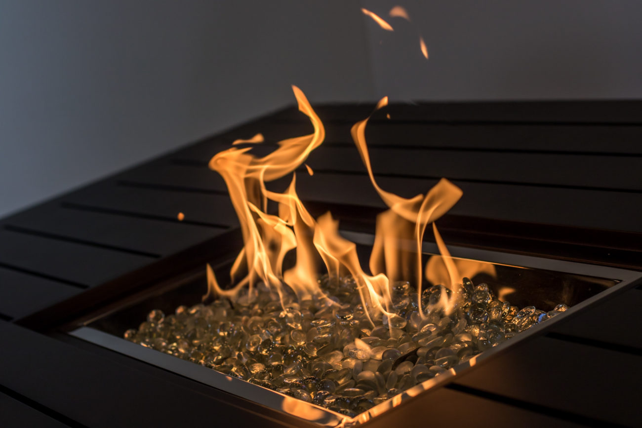 245008_094-Hanamint-Sherwood-Aluminum-Counter-Height-47-x-64_84-Gas-Firepit-Table-Fire-Detail-1.jpg